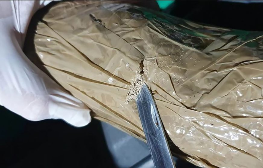 NOVI UDARAC TRGOVCIMA NARKOTIKA Palo još 12 članova narko bande i zaplijenjena 22 KILOGRAMA HEROINA