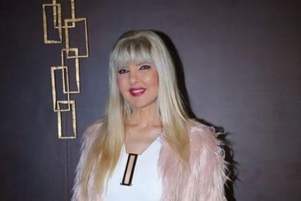 JAMI U 55. GODINI Pjevačica pokazala izvajanu liniju u bikiniju