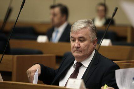 """""""Ustava se sjete samo kada im treba"""" Krunić Mazalici poručio da pusti Dodika da svoje borbe vodi sam"""