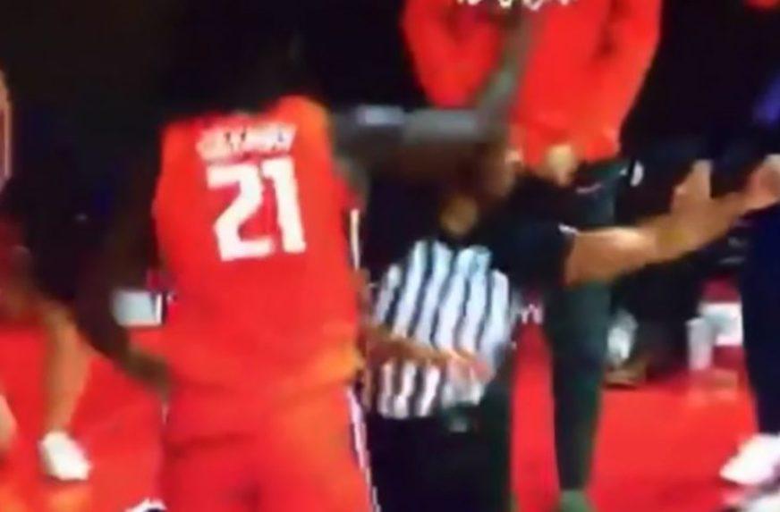 BURNO PROSLAVIO POBJEDNIČKI POGODAK Košarkaš u trenutku nepažnje nokautirao sudiju (VIDEO)
