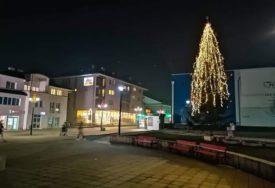 LIJEPA AKCIJA Prikupljeno 330 novogodišnjih paketića, poklanjanje sutra na šetalištu