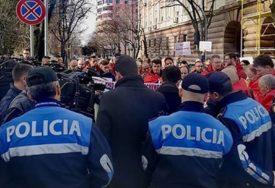 POBUNA U TIRANI Demonstranti ljuti na Ramu i Vučića, traže UJEDINJENJE ALBANACA (VIDEO)