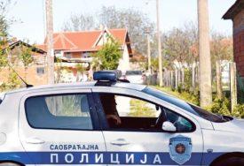 STRAŠAN SUDAR TRI AUTOMOBILA Osam osoba povrijeđeno, među njima i DJECA