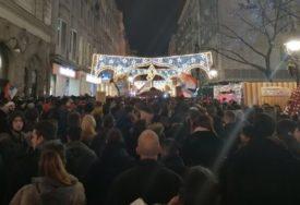 GRAĐANI NOSE IKONE Protest Ispred Ambasade Crne Gore u Beogradu