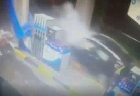 SAOPŠTENJE POLICIJE O NESREĆI KOD DOBOJA Automobilom se zakucao svjetleće reklame