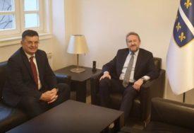TEGELTIJA NASTAVIO KONSULTACIJE Manadar Savjeta ministara razgovarao sa liderom SDA