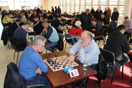 SJEĆANJE NA DOKTORA Za šahovskom tablom borili se dječaci i velemajstori