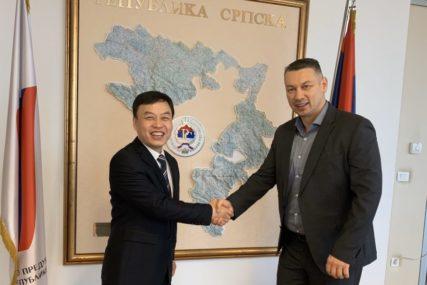 POTPISAN MEMORANDUM SA KINESKOM KOMPANIJOM Za obnovu putne mreže 300 miliona evra kredita