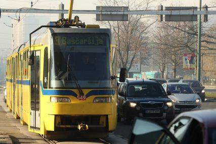 Sudar dva vozila na tramvajskim šinama: Tri osobe povrijeđene u nesreći u Sarajevu