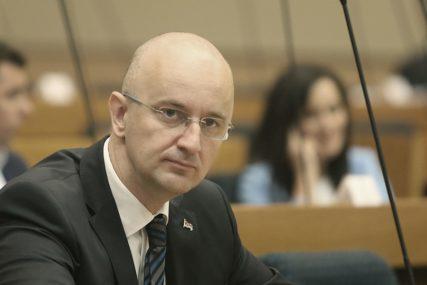 """""""NA POS'O VUKANOVIĆU"""" Kako Mazalica zavodi red u Narodnoj skupštini RS (VIDEO)"""