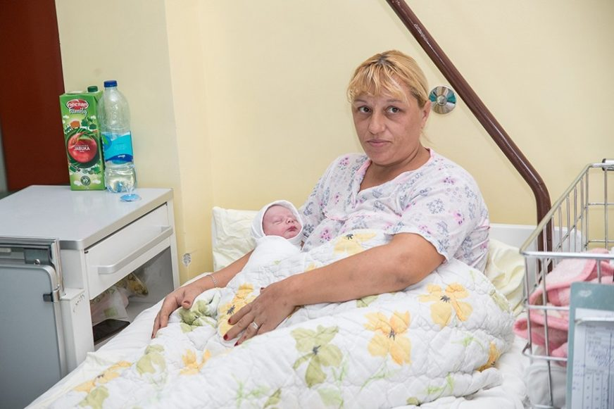 SLAĐANA U 40. RODILA SEDMO DIJETE Nakon tri kćerke i tri sina na svijet stigao mali Brane (FOTO)
