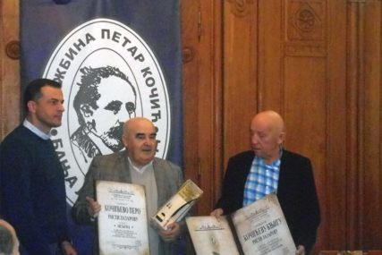 """Risti Lazarovu uručene nagrade """"Kočićevo pero"""" i """"Kočićeva knjiga"""""""