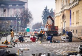 OBNOVA PJEŠAČKE ZONE U toku postavljanje granita ispred Banskog dvora