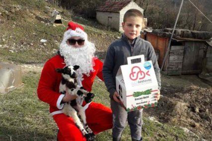 RADOST ZA MALIŠANE U BILEĆI Hercegovački Djed Mraz obilazi sela