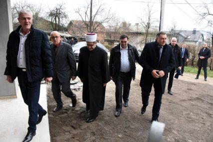 """""""SRPSKA ŽELI MIR I JEDNAKA PRAVA"""" Dodik donirao 100.000 KM za izgradnju Islamskog centra"""