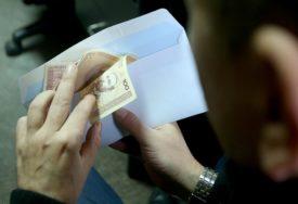 NI ZA POLOVINU MJESEČNIH TROŠKOVA Prosječna plata u Srpskoj 950, potrošačka korpa 1.922 KM