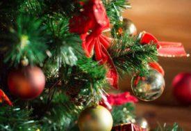 SPEKTAKULARNA GLAVNA JELKA U MOSKVI Više od 1.000 ukrasa za novogodišnje drvo