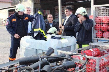 DONACIJA IZ NJEMAČKE Loparskim vatrogascima stigla nova oprema