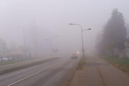 GUSTA MAGLA NIJE DOBRO DRUŠTVO NA PUTU Vozači, smanjite gas, putevi u BiH jutros NISU BEZBJEDNI