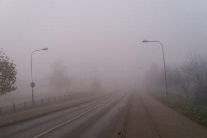 VOZAČI, SMANJITE GAS! Oprezno zbog poledice i magle, povećana opasnost od odrona