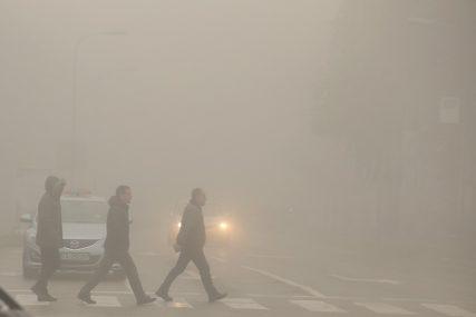 VOZAČI, OPREZ! Na pojedinim dionicama smanjena vidljivost zbog magle