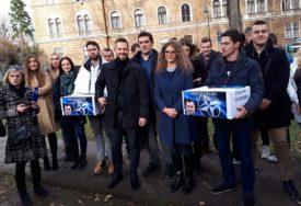TRAŽE OBJAVLJIVANJE PROGRAMA REFORMI Mladi SDS predali više od 40.000 potpisa građana Srpske