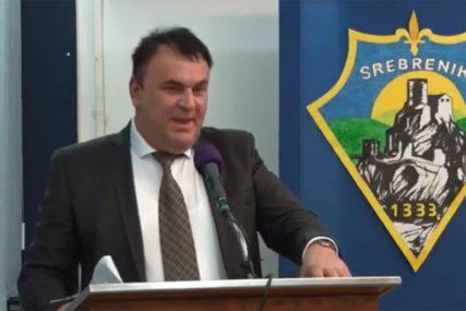 """HIT POLITIČARA IZ SREBRENIKA """"Za govornicom nikad nisam iznio NIJEDNU ISTINU"""" (VIDEO)"""