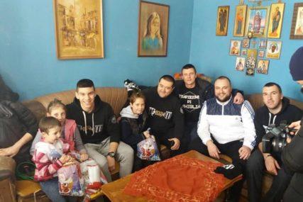 PALJANSKI NAVIJAČI VELIKOG SRCA I ove godine za praznike pomažu ugrožene porodice