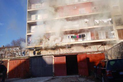DIM SE PROŠIRIO NA CIJELO NASELJE Izbio požar u stambenoj zgradi u Trebinju