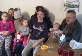 """""""DA SE ČOVJEK RASPLAČE!"""" Petra iz Austrije došla da pomogne porodici kod Sokoca"""