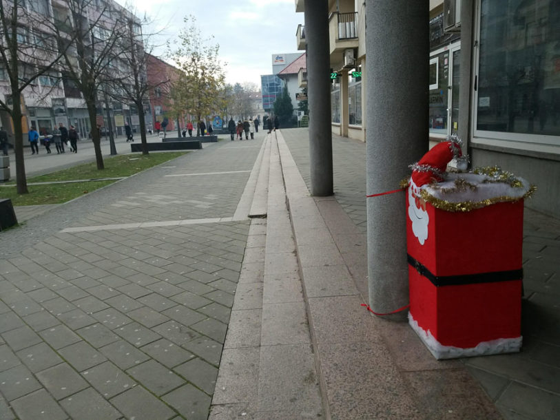 NAGRADA ZA NAJORIGINALNIJE U Prijedoru sanduče za pisma Djeda Mrazu (FOTO)