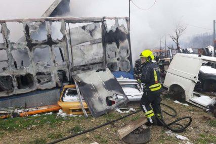 Požar PROGUTAO porodičnu kuću u Doboju: U kuhinji pronađeno UGLJENISANO TIJELO STARICE