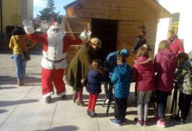 DJEDA MRAZ STIGAO NA JUG SRPSKE Počela proslava Dječje nove godine u Trebinju