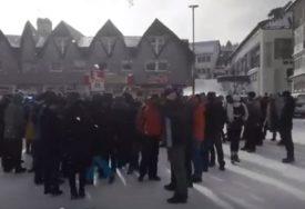 PROTEST ZBOG ZAKONA O VJEROISPOVIJESTI Građani Žabljaka blokirali centar grada (VIDEO)