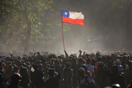 STUDENTI NA NOGAMA Demonstranti blokirali prostorije za polaganje ispita i palili testove (FOTO)