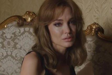 TEŠKO JOJ PADA NJIHOVO POMIRENJE Pijana Anđelina zvala Dženifer, pa joj rekla da je Bred VARA