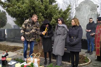 EMOTIVNO Anastasija posvetila ocu stihove 20 godina nakon njegove smrti (FOTO)