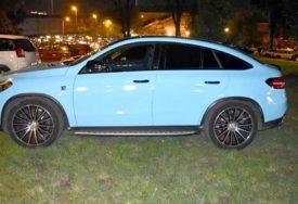 BAHATOST Bez obzira na mnogo parking mjesta, on je morao STATI U PARKIĆ (FOTO)