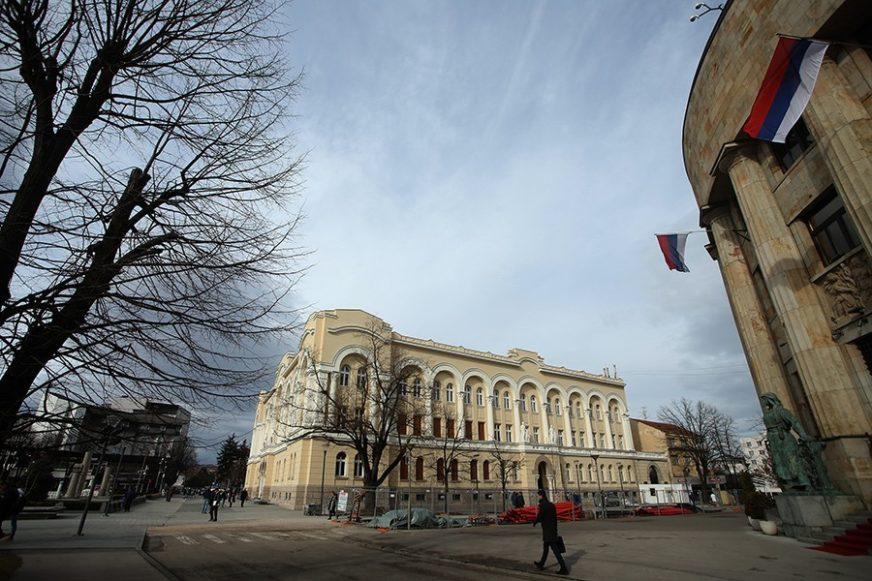 POSLANICI SE SELE U BANSKI DVOR Narodna skupština za vikend proglašava VANREDNO STANJE u Srpskoj