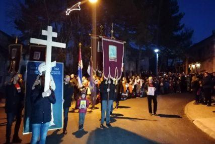 Više hiljada Bilećana u litiji podrške odbrani svetinja u Crnoj Gori