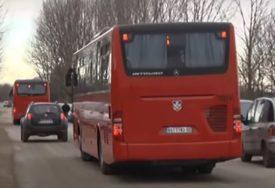 """""""MAJSTORE, IDEMO LI NA SVADBU?"""" Muzika sa razglasa posvađala putnike u autobusu (VIDEO)"""