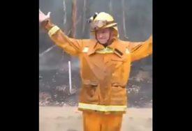 NAKON PET MJESECI U Australiji napokon pala kiša, vatrogasci od sreće ZAPLESALI (VIDEO)