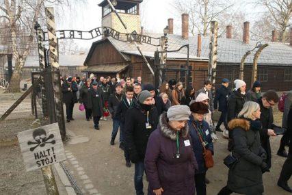 """""""TU SMO DA POKAŽEMO PRKOS"""" Na godišnjici oslobađanja Aušvica oko 200 preživjelih"""