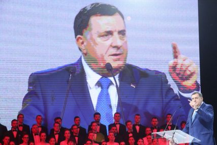 """SIMBOL HEROJSTVA, HRABROSTI I PATRIOTIZMA"" Dodik čestitao Putinu i Rusiji veliki praznik"