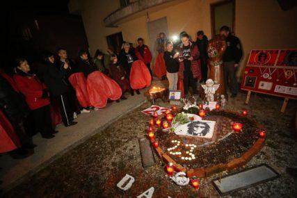 """""""DAVIDOVA KUĆA DANAS JE PRAZNA"""" Upaljenim svijećama obilježen 23. rođendan UBIJENOG MLADIĆA (FOTO)"""