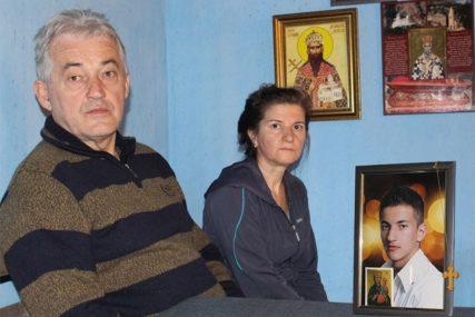 ZADRHTE NA SVAKI ZVUK TELEFONA Dragoljub je nestao prije 4 godine, roditelji VJERUJU DA JE ŽIV