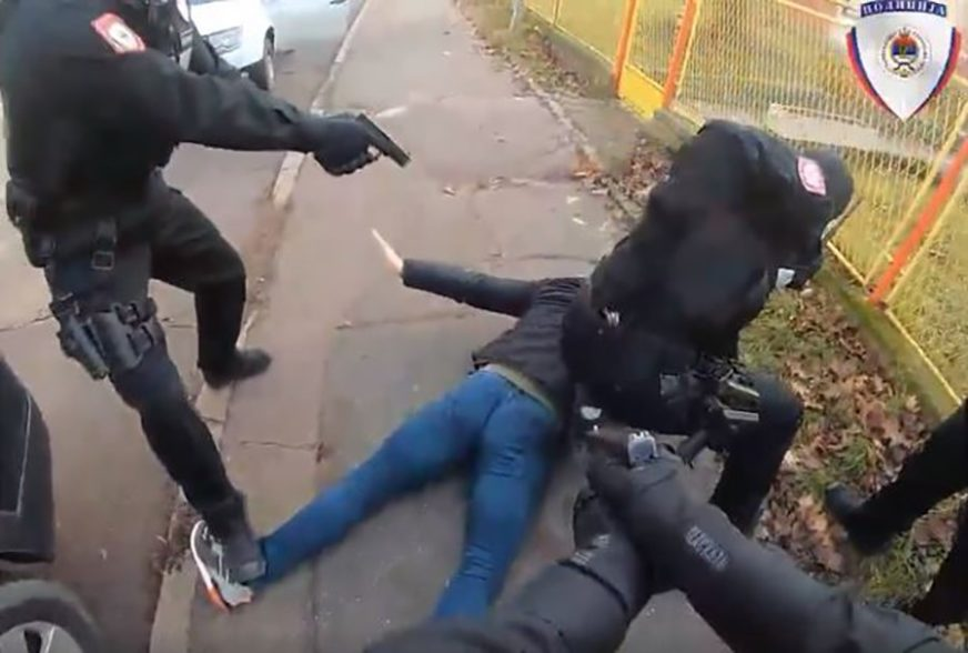 FILMSKA AKCIJA Ovako su uhapšeni članovi kriminalne grupe iz Banjaluke (VIDEO)