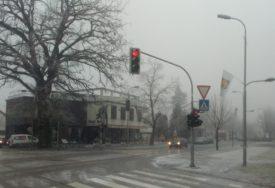 PRIRODA DEMANTUJE METEOROLOGE U Gradiški najavili sunčano vrijeme, a PADA SNIJEG (FOTO)