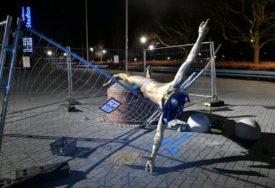 NEZADOVOLJNI NAVIJAČI Srušena statua Zlatana Ibrahimovića u Malmeu