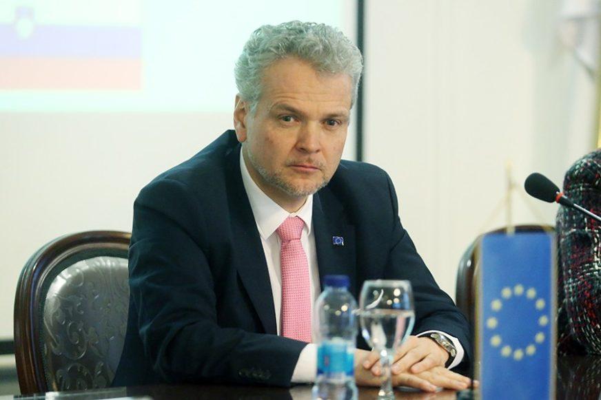 DONACIJA EU Satler uručuje medicinsku opremu Institutu za javno zdravstvo